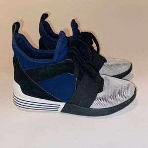 🟢Kendal and Kylie designer fashion sneakers